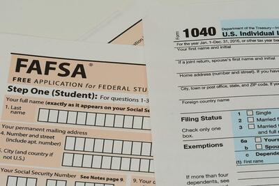 A set of FAFSA forms.